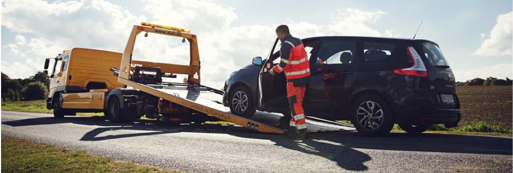 820b17ce2f9 ... at finde løse forbindelser eller knæk, så skal du bruge en  automekaniker. Ring for starthjælp til SOS Dansk Autohjælp, og vi vil være  der om kort tid.